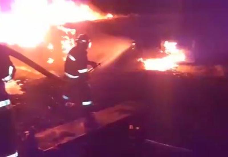 На трассе Баку-Астара сгорел бензовоз: один человек сгорел заживо, еще один тяжело ранен