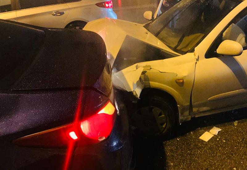 Цепная авария в Баку: столкнулись 7 автомобилей, есть пострадавшие