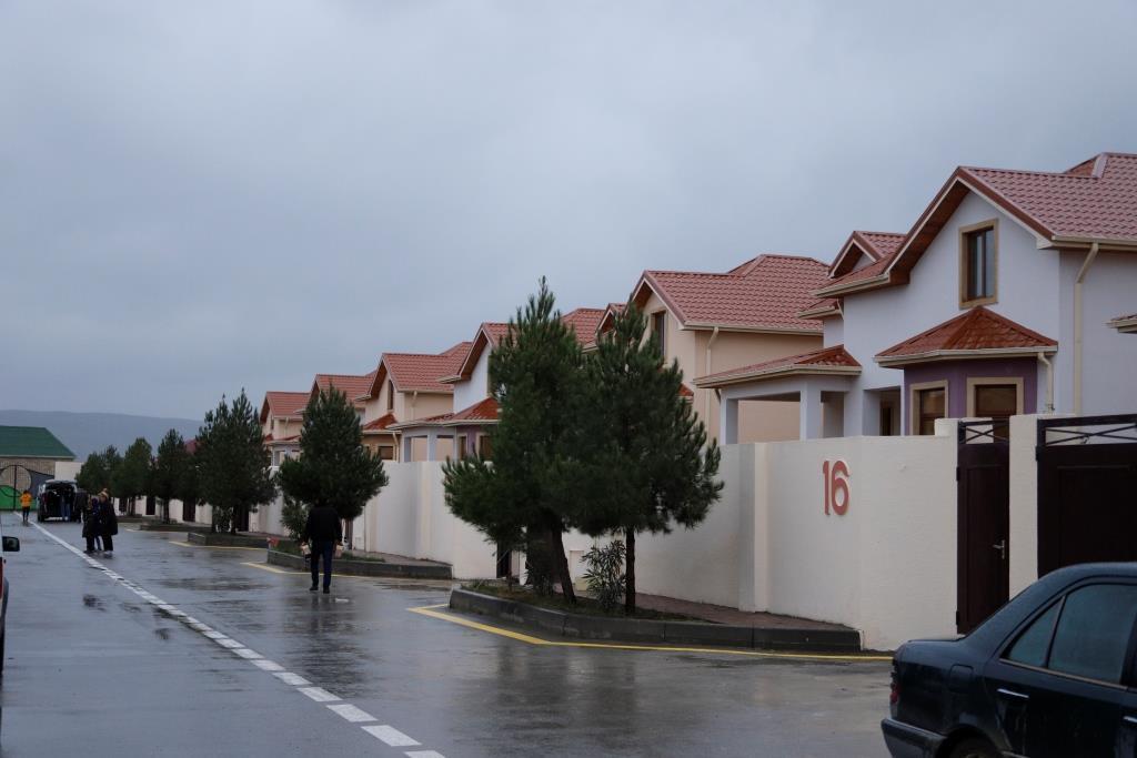 Семьи шехидов и инвалидов Карабахской войны получили 10 новых частных домов