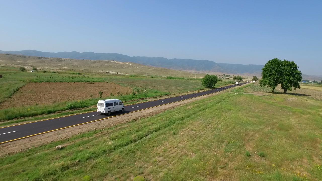 В Азербайджане ремонтируют и совершенствуют дороги
