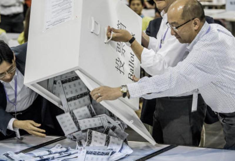 В Гонконге образовались очереди к избирательным участкам