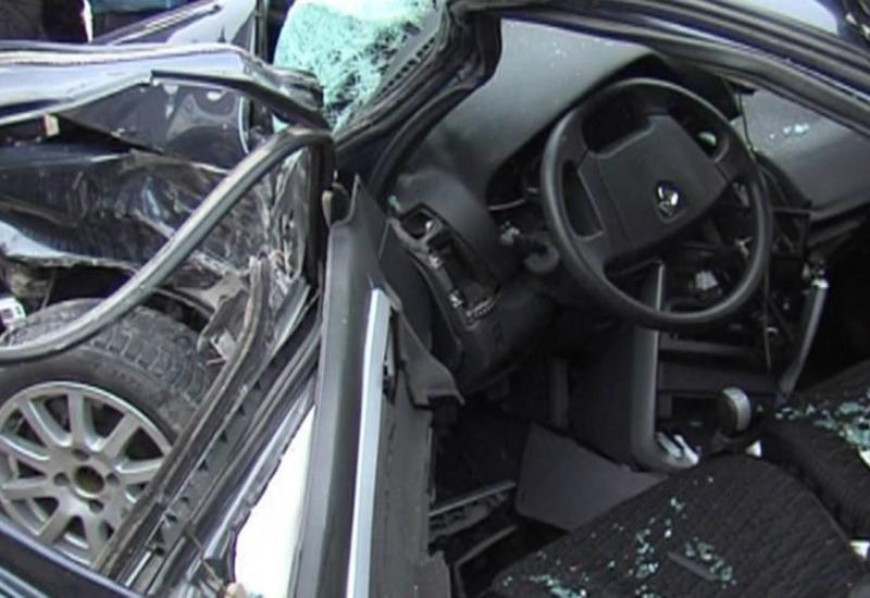 В Баку автомобиль упал в овраг, есть погибшие и раненые