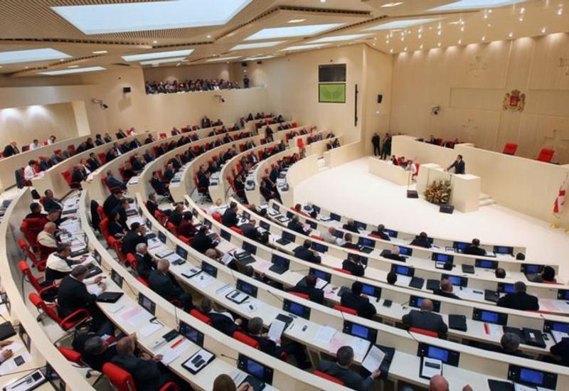 Грузинская оппозиция бойкотировала заседания парламента
