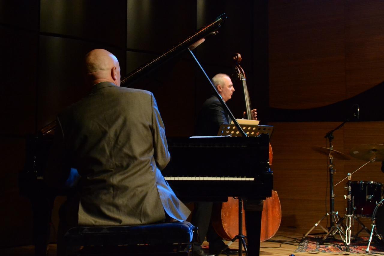 В Центре мугама состоялся концерт знаменитого исполнителя классического джаза Джейми Дэвиса