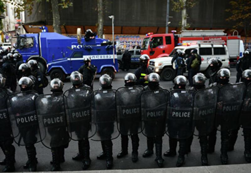 Протесты у грузинского парламента, десятки задержанных