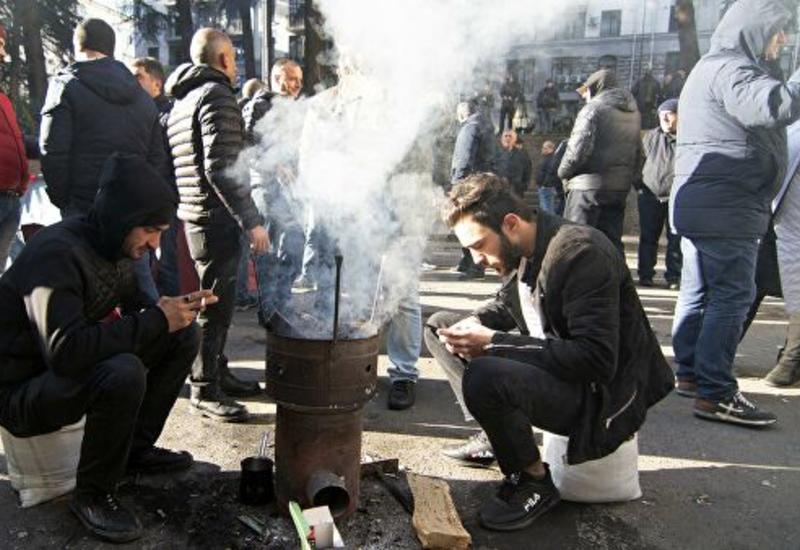 Против митингующих в Тбилиси применили водометы