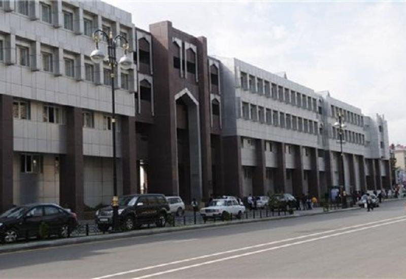 В Баку перед школой автомобиль насмерть сбил пешехода