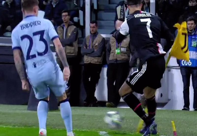 Роналду сломал угловой флажок в матче Лиги чемпионов