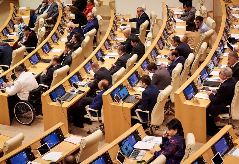 Оппозиционные депутаты в Грузии отказались от парламентских должностей