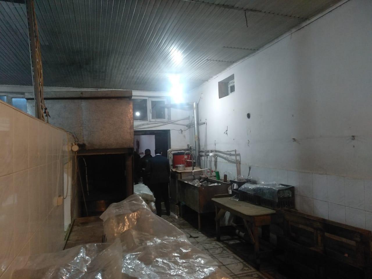 В Баку за антисанитарию закрыли цех по производству лимонада