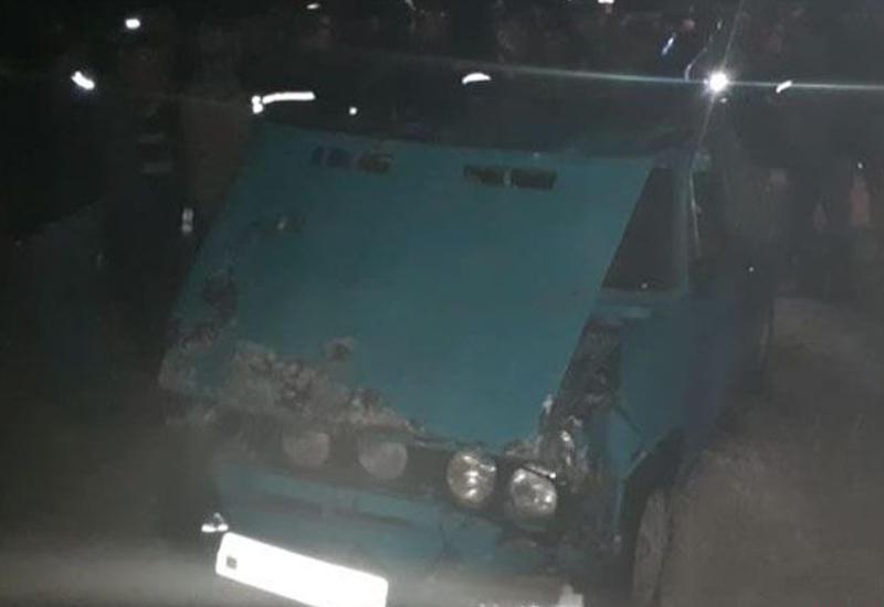 В Агджабеди автомобиль упал в канал, есть погибший
