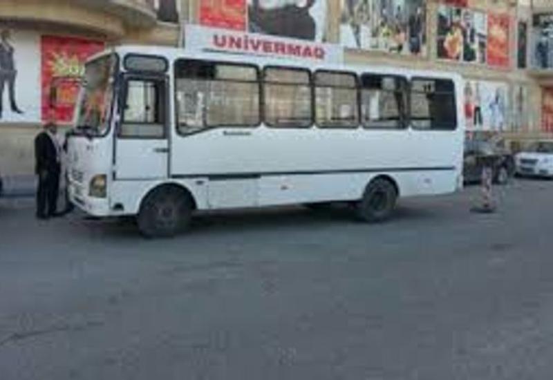 В Баку автобус столкнулся с легковым автомобилем, есть пострадавший
