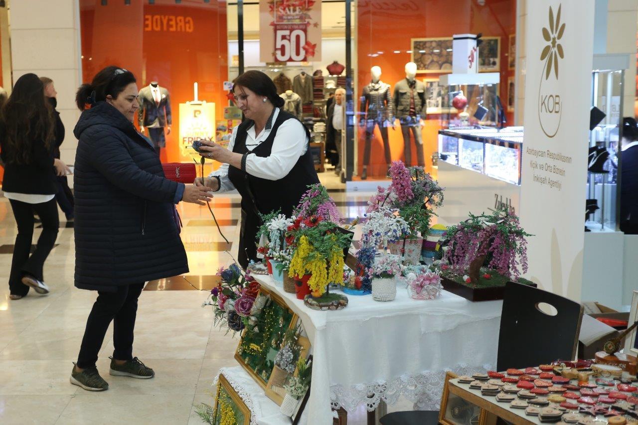 В Баку проводится выставка-продажа по случаю Международного дня инвалидов