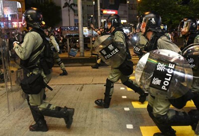 Жители Гонконга призвали полицию не применять слезоточивый газ