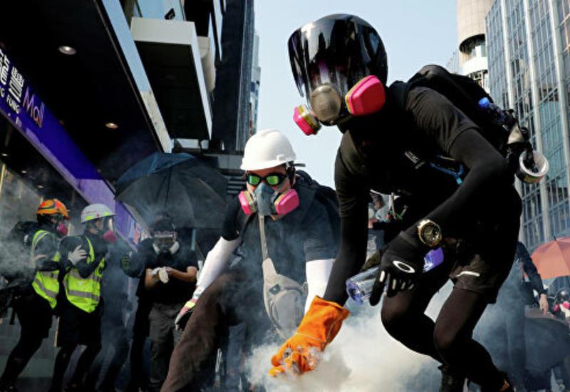 В Гонконге полиция применила слезоточивый газ против протестующих