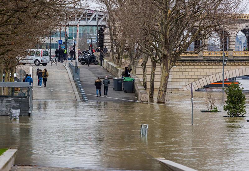 Во Франции ввели максимальный уровень метеотревоги из-за ливней