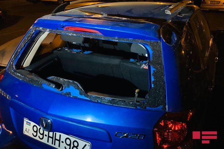 В Баку женщина за рулем врезалась в автомобиль посольства