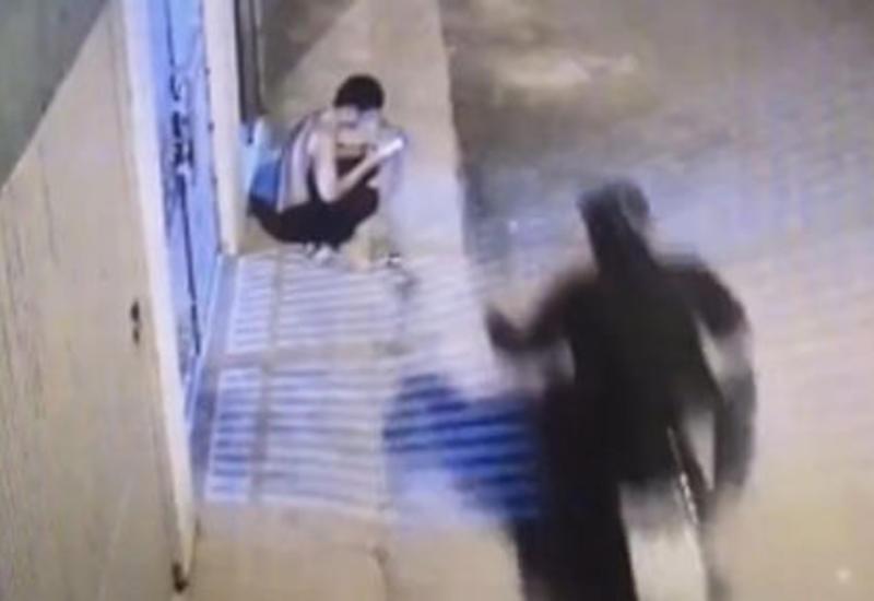 Ловкий мотоциклист лишил свою жертву мобильного телефона