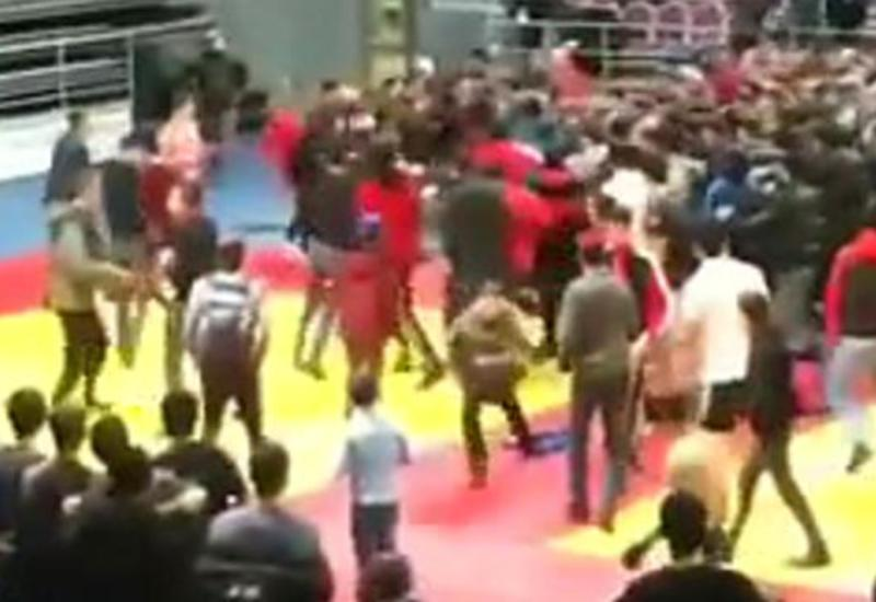 Массовая драка произошла на бойцовском турнире в Ингушетии