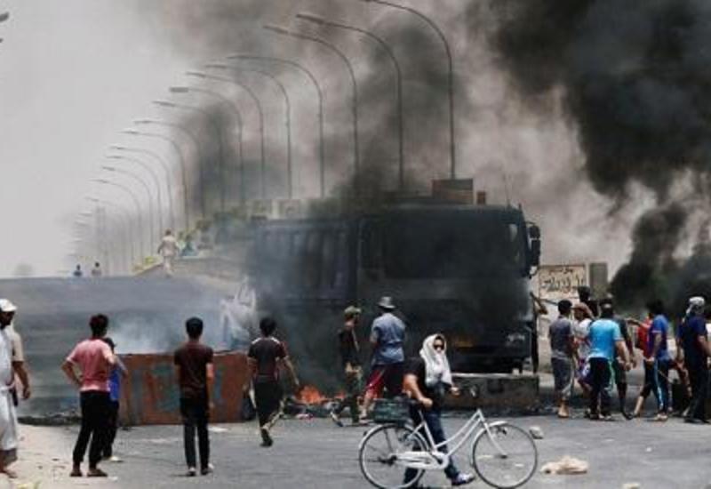 В Ираке протестующие вновь подожгли здание иранского консульства