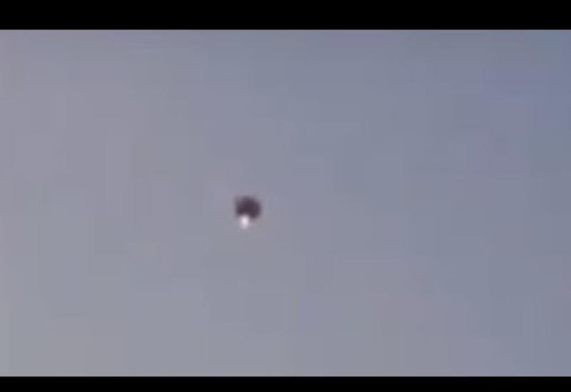 Куполообразный светящийся НЛО совершил воздушную прогулку