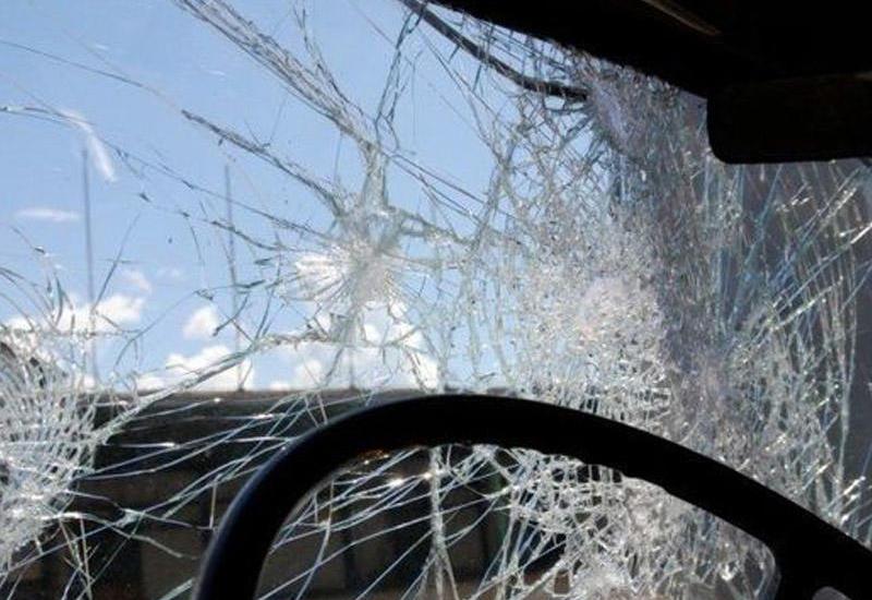 В Баку автобус попал в ДТП, образовалась пробка