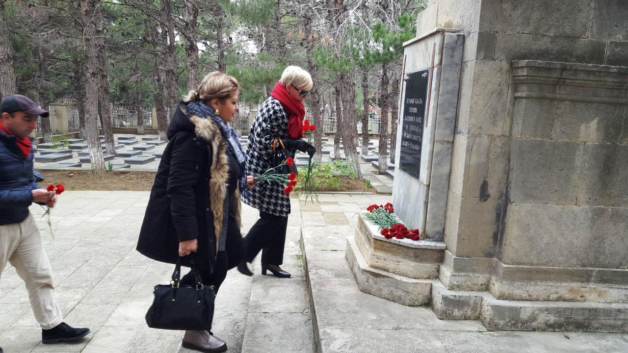 В Баку ко Дню неизвестного солдата состоялась церемония возложения цветов