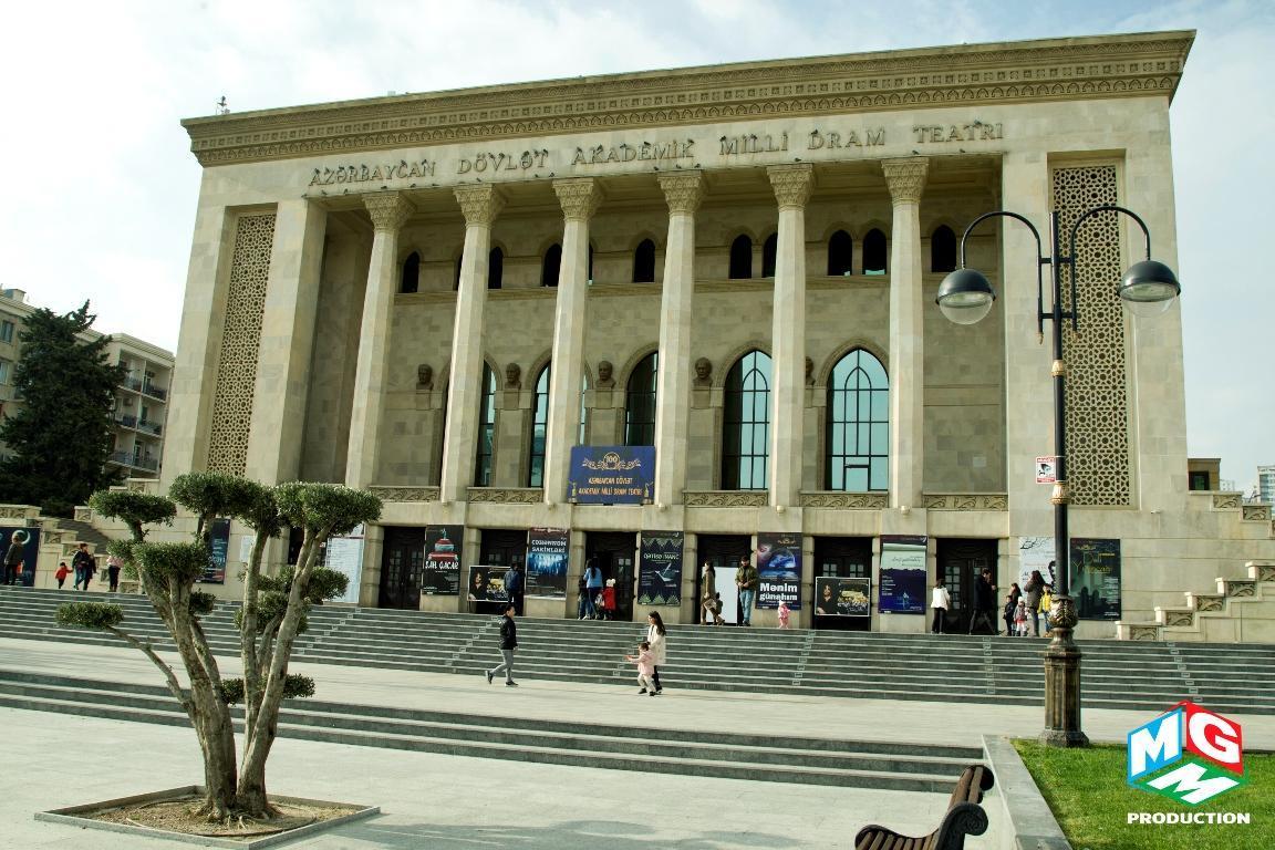 """В Баку представили музыкальное детское шоу """"Синий трактор"""""""