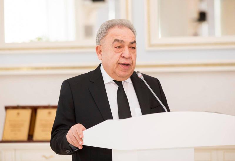 Парламент Азербайджана приостановил законодательную деятельность