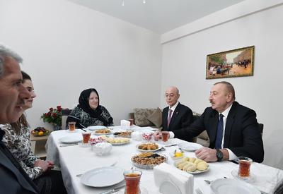 Президент Ильхам Алиев ознакомился с условиями в новом здании для семей, пострадавших от землетрясения в Шамахинском районе - ФОТО - ВИДЕО
