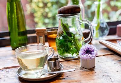 "Чай с мятой - Кому полезен, а кому противопоказан? <span class=""color_red"">- ФОТО</span>"