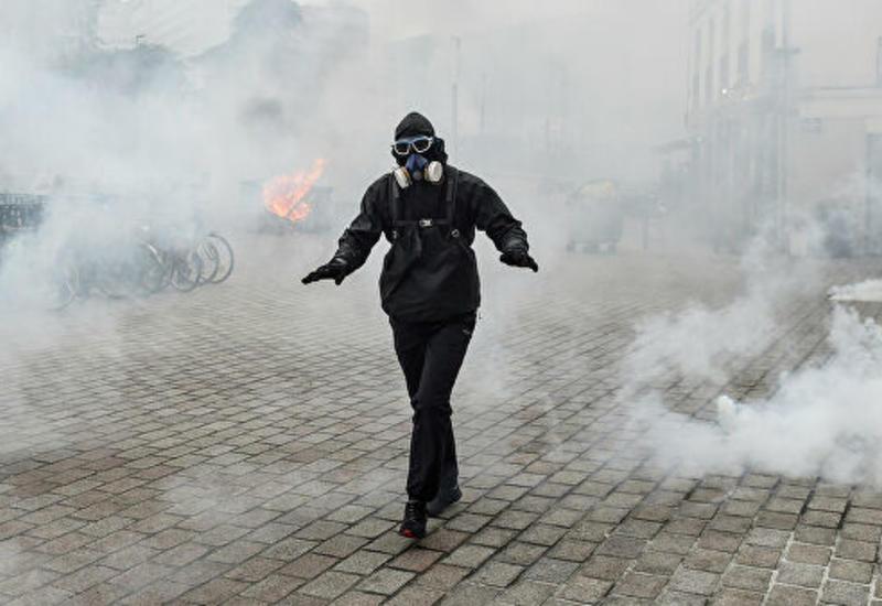 На акции протеста в Нанте полиция применила слезоточивый газ