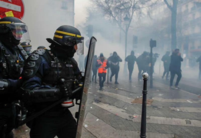 250 тысяч человек вышли на улицы Парижа