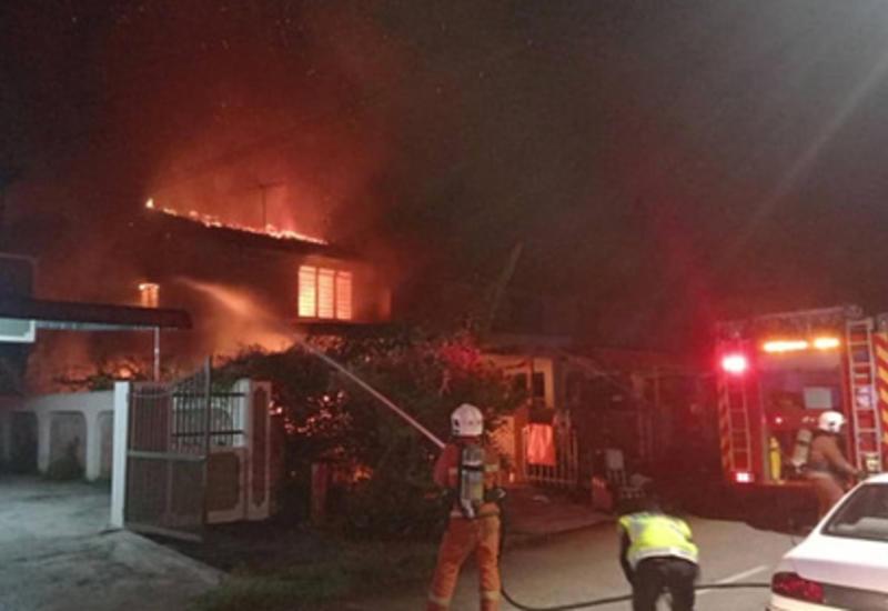 Зарядка для телефона сожгла три дома