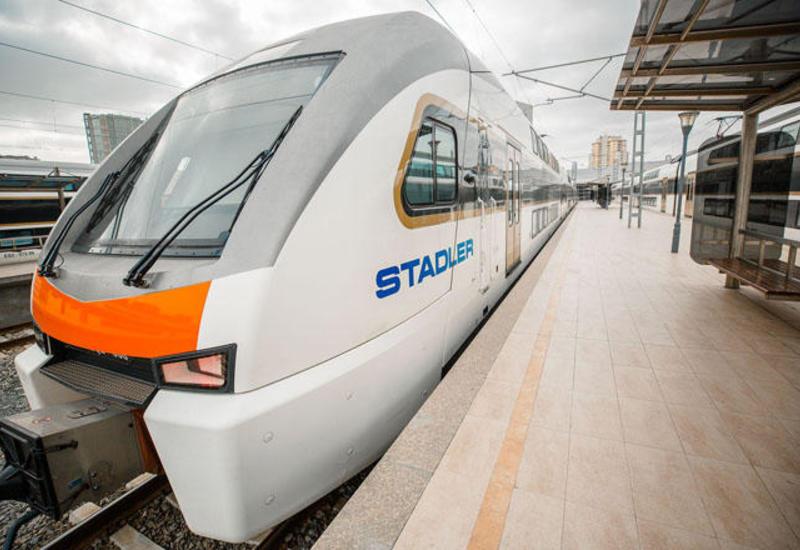 Электропоезда из Баку и Сумгайыта не смогли отправиться в путь