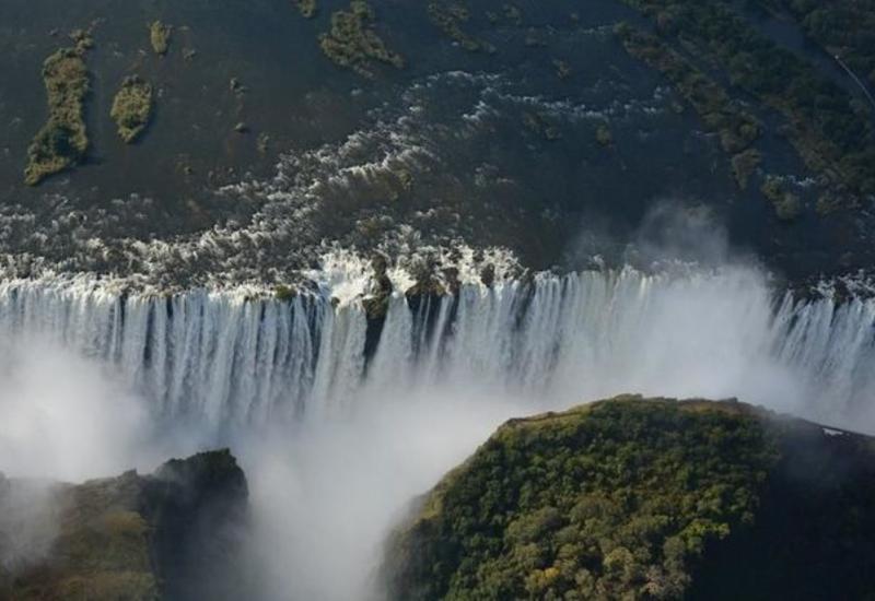 Знаменитый водопад Виктория обмелел до рекордного уровня из-за засухи