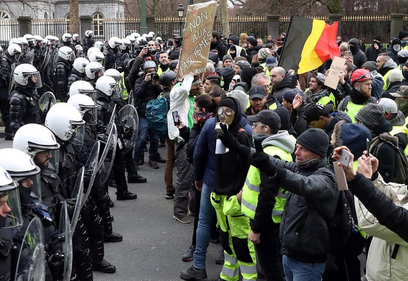 Во Франции из-за забастовки отменено большинство поездов