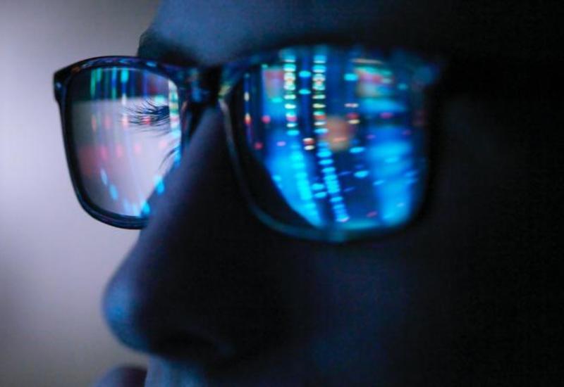 Насколько пресловутый голубой свет на самом деле вреден для глаз