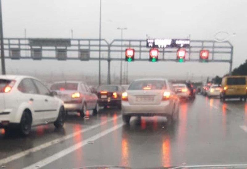 Страшная авария на дороге в бакинский аэропорт: есть пострадавшие, образовалась пробка