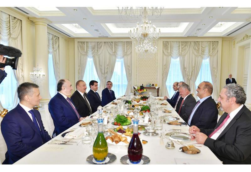 Состоялся рабочий обед Президента Ильхама Алиева с Королем Иордании Абдаллой ll