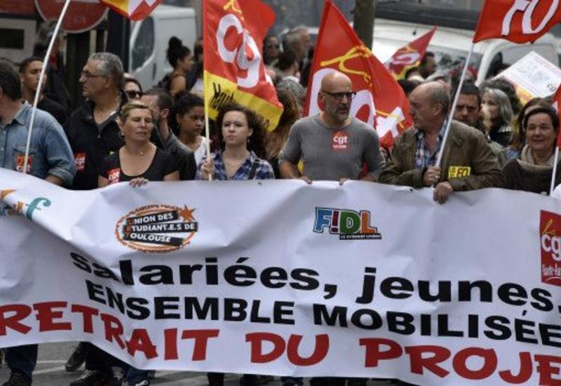 Во Франции протестующие заблокировали семь нефтеперерабатывающих заводов