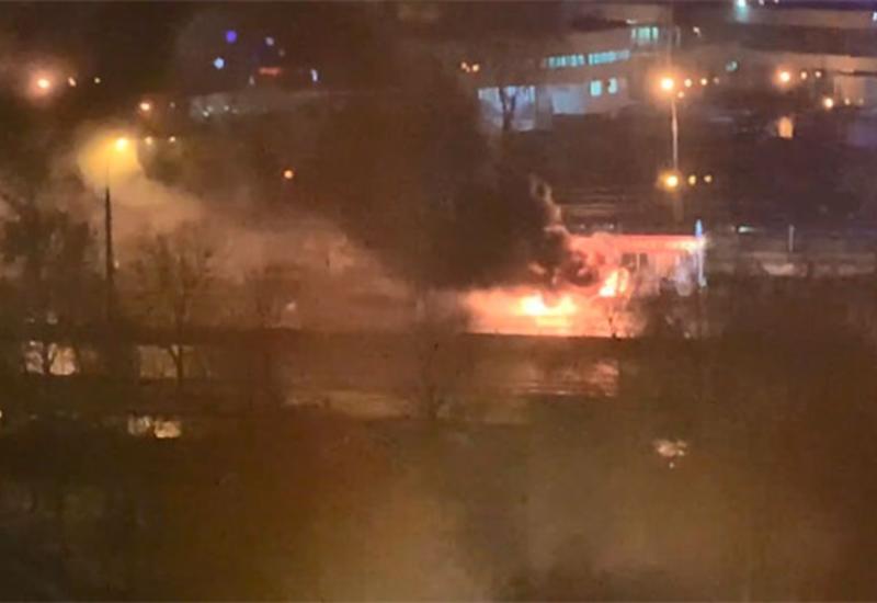 В России загорелся микроавтобус с пассажирами