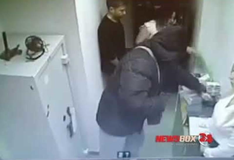 Вооружённый пистолетом и гранатой мужчина ограбил Сбербанк на 6 млн