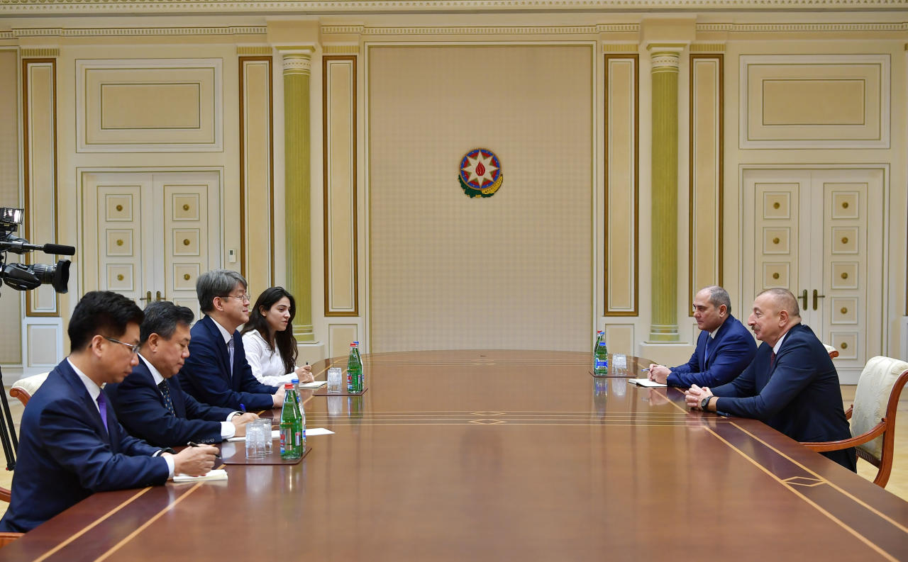 Президент Ильхам Алиев принял делегацию во главе с председателем Комитета статистики Республики Корея