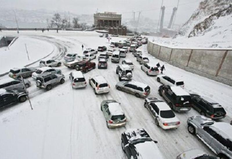 Из-за снегопада на одной дороге случилось около 20 аварий