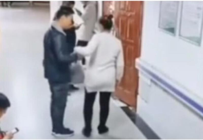 Мужчина необычным образом помог своей беременной супруге