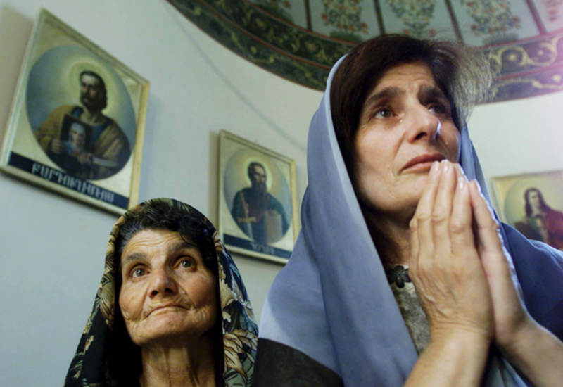 Армянская церковь теряет поддержку властей и уважение верующих