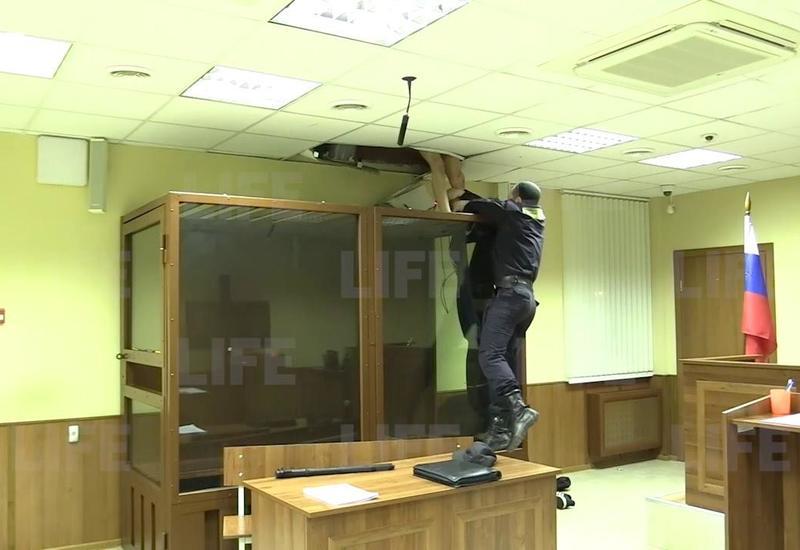 В России убийца пытался сбежать из зала суда через потолок