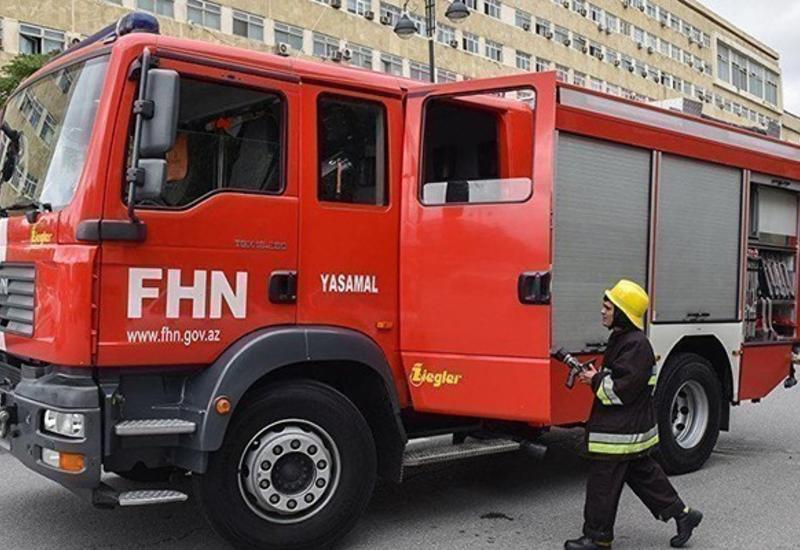В одной из школ Баку произошел пожар
