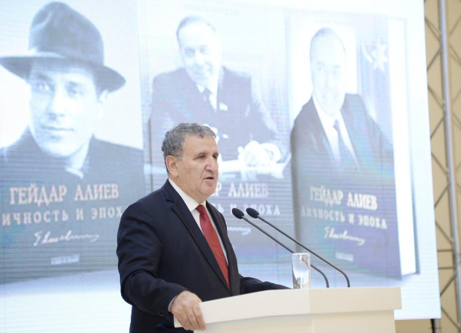 В Центре Гейдара Алиева состоялась презентация трехтомного романа-исследования «Гейдар Алиев. Личность и эпоха»